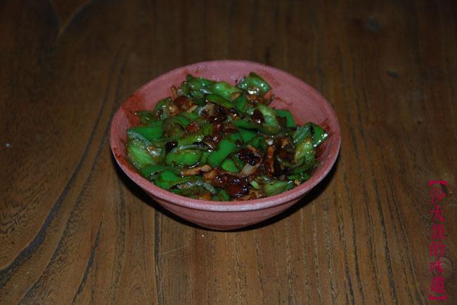 尖辣椒+海天豆瓣酱+肉(刚知道这种酱不是天然发酵的,是化学法做